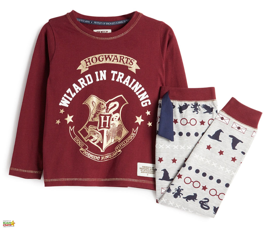 We've got some gorgeous ideas for the best harry potter girts for kids. Come check them all out! #harrypotter #gifts #pyjamas #kids