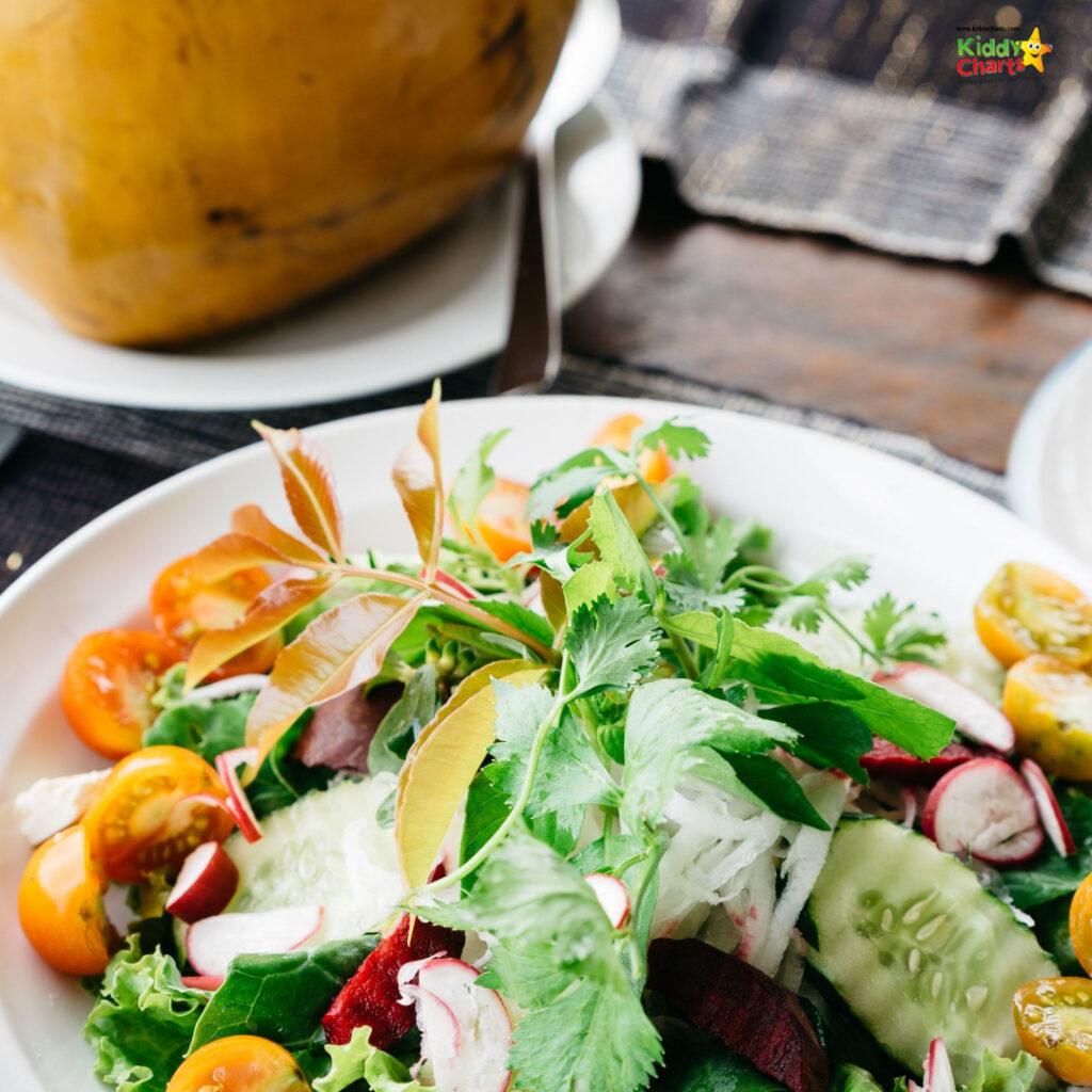 Plate of salad: teeth in pregnancy.