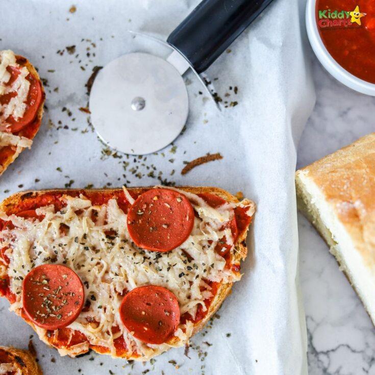 Easy pizza toast recipe for kids #31daysofactivities