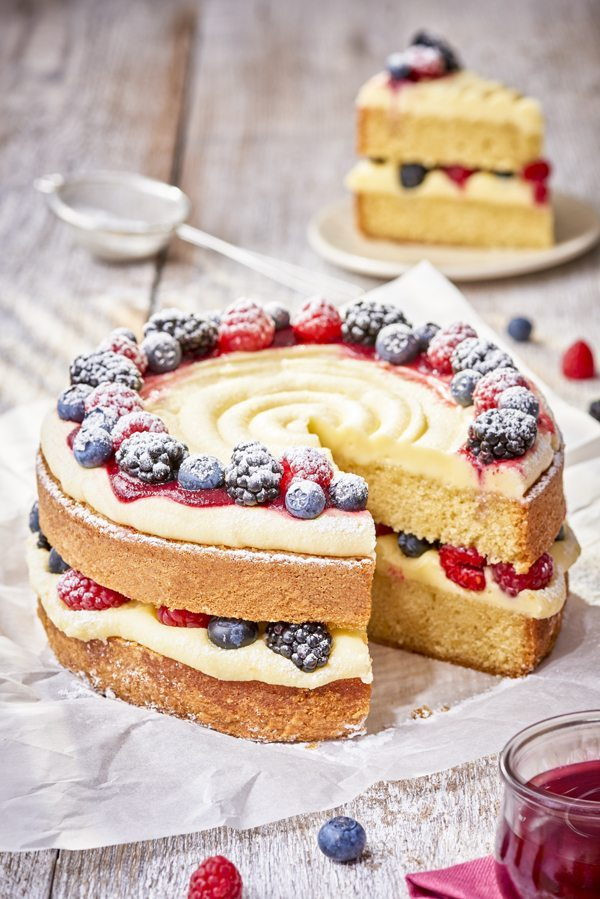 Whatever the time of year, this forest fruit cake is going to be perfect for those hungry mouths at home. But if you are looking for a fall recipe, then this has got to be a hit too. Forest Fruits look gorgeous on it, and taste as good too.