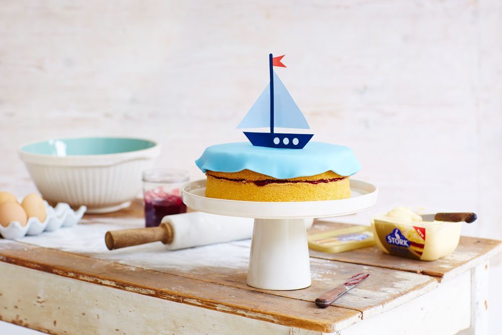 Make a special boat cake for your child's birthday