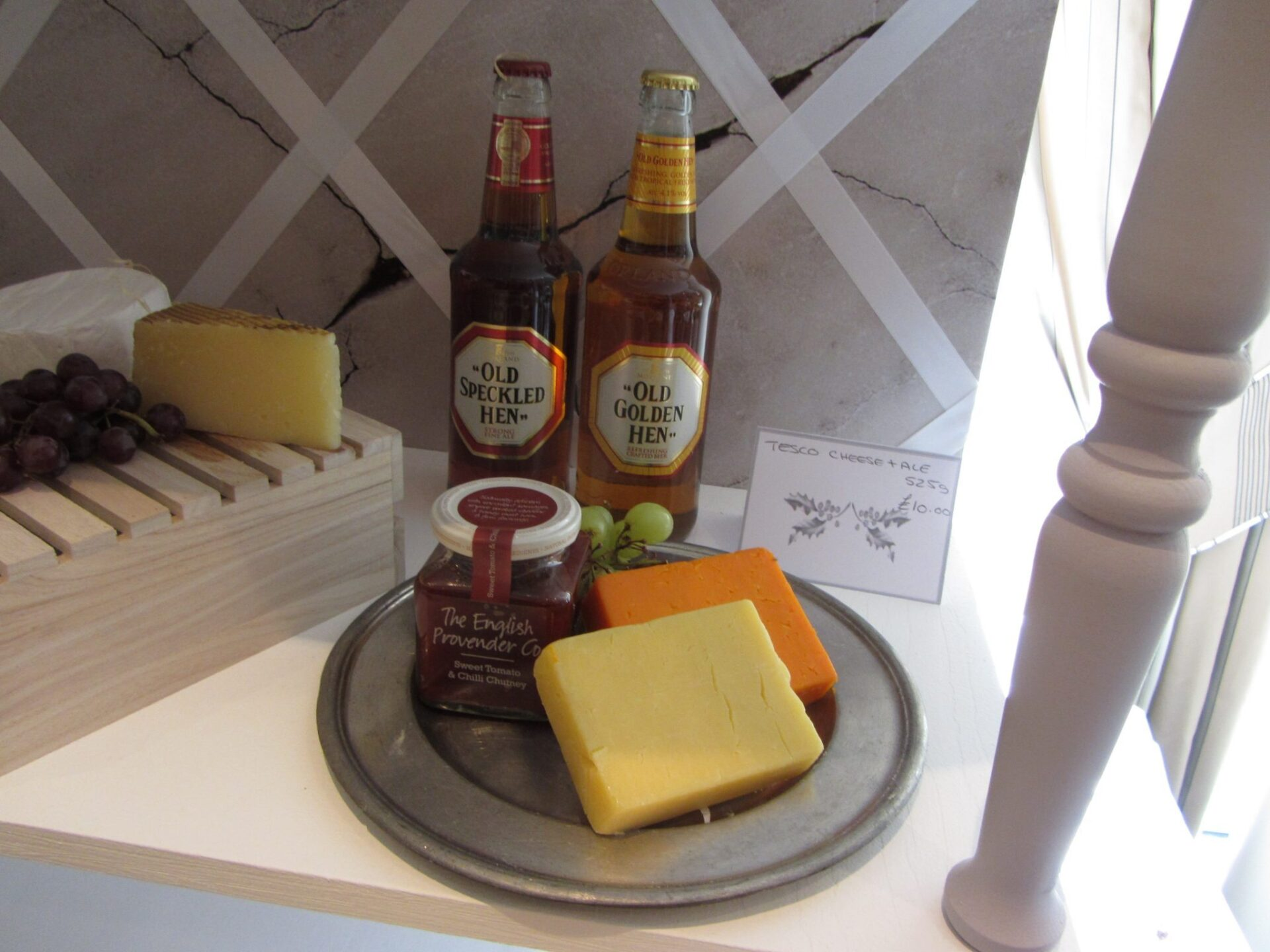 Xmas Gift Ideas for Men: Cheese and Ale