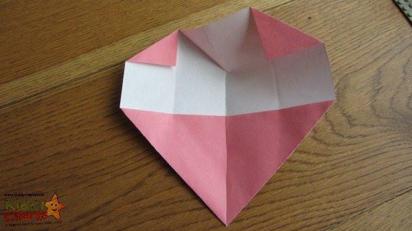 Origami Valentine: Folding corfers