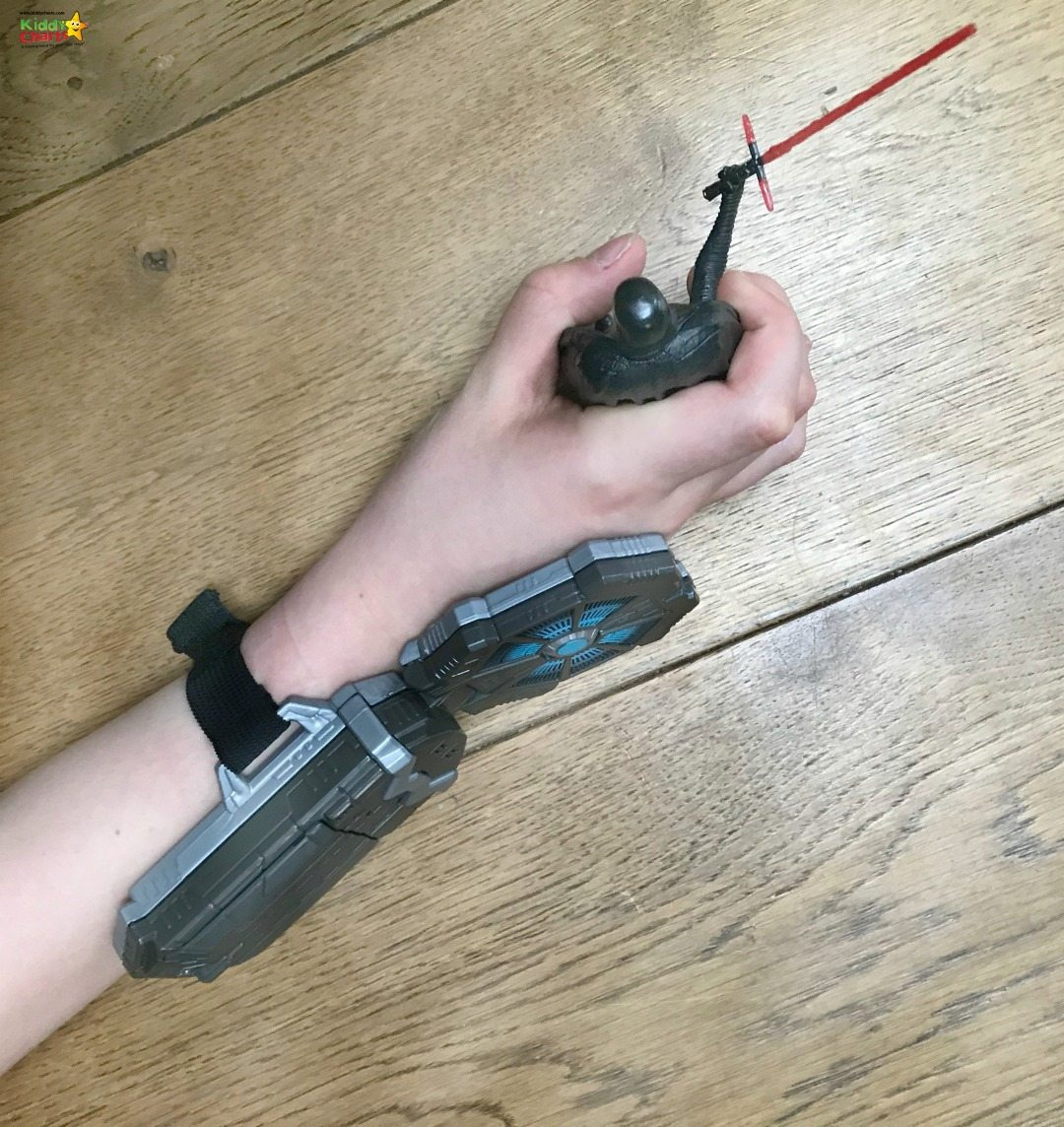 Wearable Force Link tech is a new concept for the Star Wars Last Jedi Toys range - we had a little play with their starter set featuring Kylo Ren.