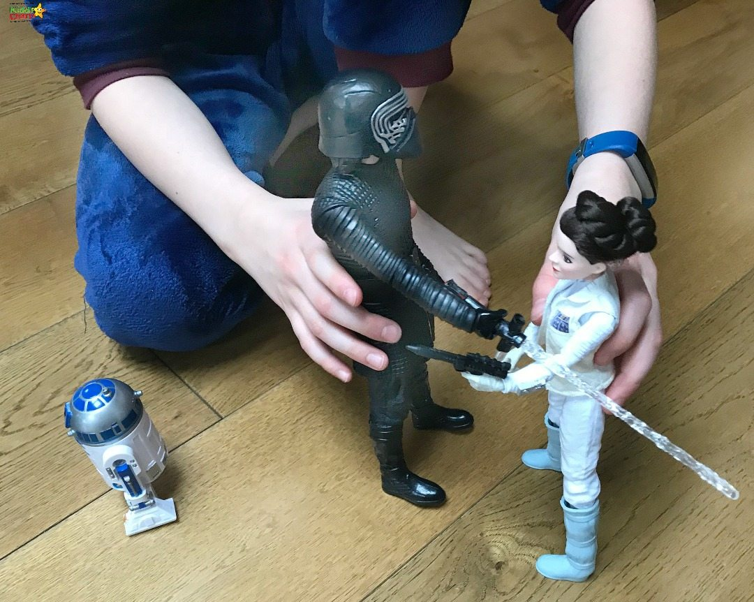 R2D2 to the rescue amongst the Star Wars Last Jedi Toys!