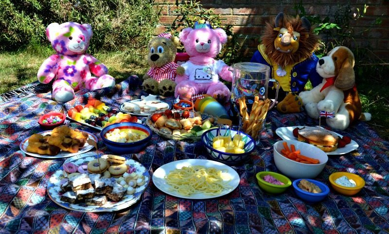 Teddy's bear love a good picnic ... and why wouldn't they?  We have some great suggestions for the perfect summer picnic your child will love