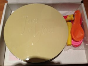 Bakerdays letterbox cake review: Party bits were a nice touch