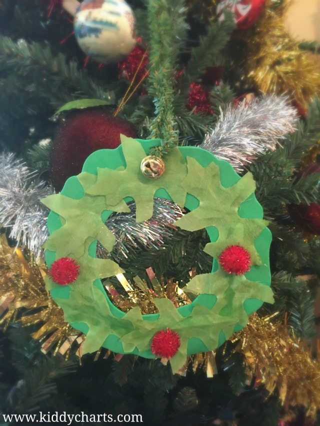 A lovely homemade Christmas tree decoration and simple wreath craft that is really simple to do, and adds a great little touch to your Christmas tree. A simple Christmas idea for the kids.