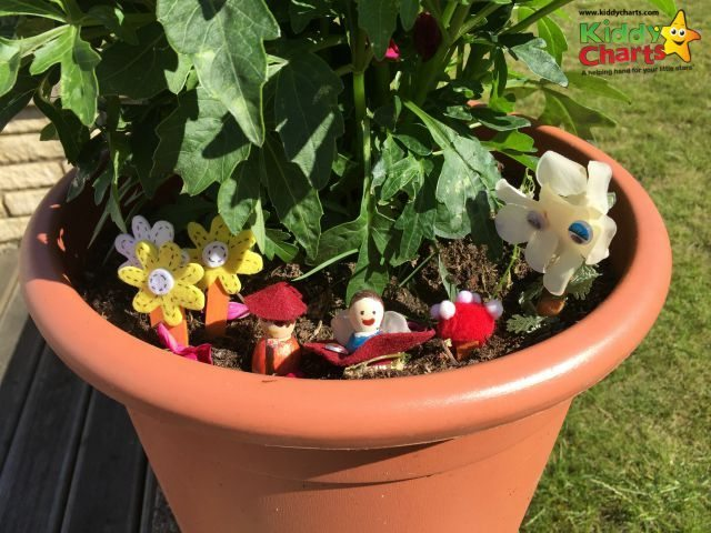 The is a simple fairy garden to make - but so much fun - my kids love simple garden crafts like this, perfect for any time of year - as long as it isn't raining!