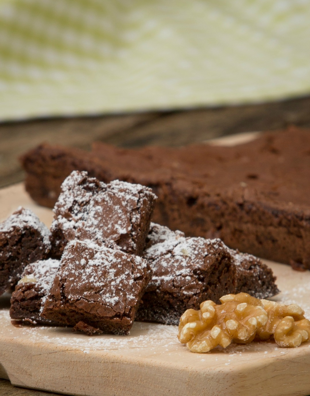 Easiest chocolate brownie recipe ever - perfect for you and the kids to do together. Just look at it! #recipes #brownies #chocolate