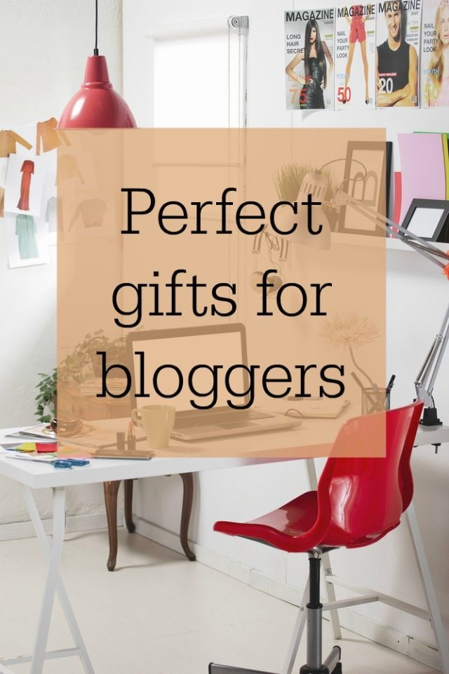 I love blogging. So do many of my friends, but what gifts would be perfect for a blogger? Would make a blogger a perfect Christmas, birthday, or just to say I love you present? These are some ideas of perfect gifts for bloggers, from the small to the not so small, and the traditional, to the much less so there is a gift for all bloggers out there.