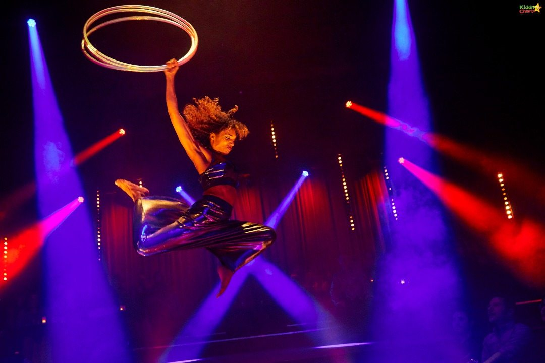I am pretty sure that none of ourn children can look THAT stunning with a Hula Hoop - amazing stuff from Petite Soiree.