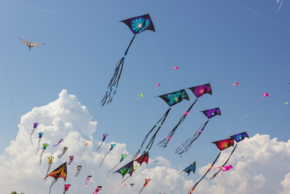 It is national kite flying day, so we have a few fun crafts to celebrate!