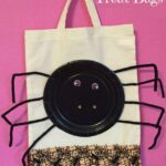 Spider paper plate Halloween craft: Trick or treat bag