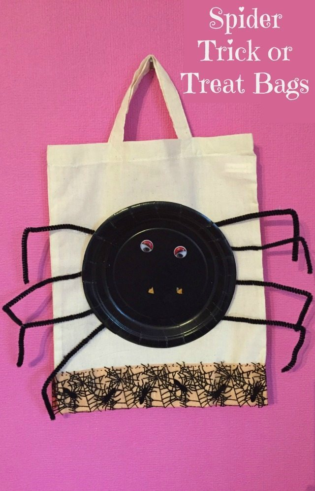 A simple paper plate craft for halloween. A spider craft to create a halloween trick or treat bag.