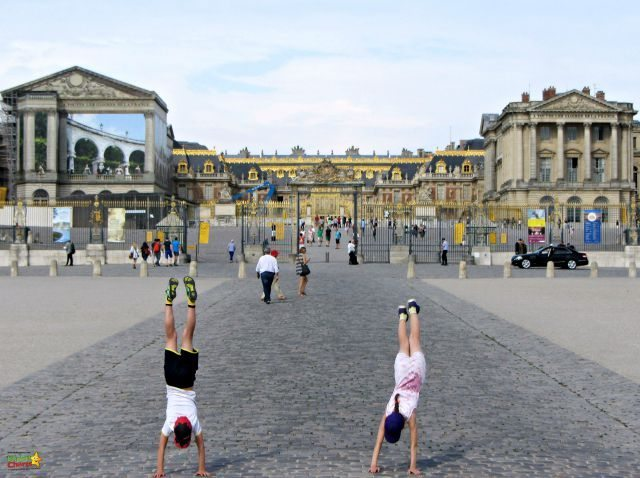 Mondays, as Versailles is closed, make a very good time for getting those traditional family photos.....